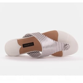 Marco Shoes Płaskie sandały z lakieru i metalicznym obcasem białe srebrny 6
