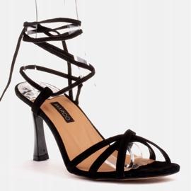 Marco Shoes Eleganckie sandały na szpilce z wiązanym rzemykiem czarne 1