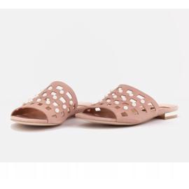 Marco Shoes Eleganckie klapki damskie z perłami i perforacją różowe 7