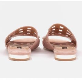 Marco Shoes Eleganckie klapki damskie z perłami i perforacją różowe 4