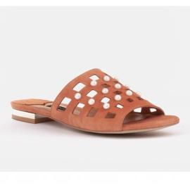 Marco Shoes Eleganckie klapki damskie z perłami i perforacją pomarańczowe 1