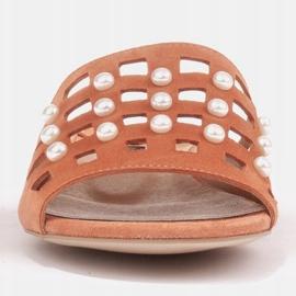 Marco Shoes Eleganckie klapki damskie z perłami i perforacją pomarańczowe 2