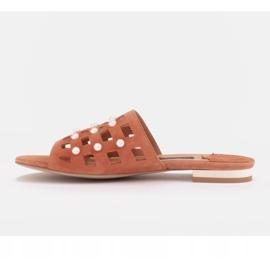 Marco Shoes Eleganckie klapki damskie z perłami i perforacją pomarańczowe 3