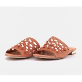 Marco Shoes Eleganckie klapki damskie z perłami i perforacją pomarańczowe 5