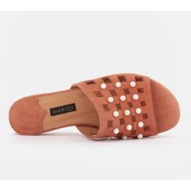 Marco Shoes Eleganckie klapki damskie z perłami i perforacją pomarańczowe 6