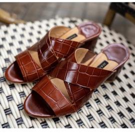 Marco Shoes Skórzane klapki damskie ze skóry w pocięte pasy czerwone 8