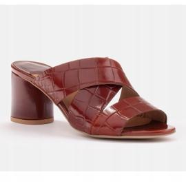 Marco Shoes Skórzane klapki damskie ze skóry w pocięte pasy czerwone 1
