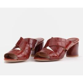 Marco Shoes Skórzane klapki damskie ze skóry w pocięte pasy czerwone 5