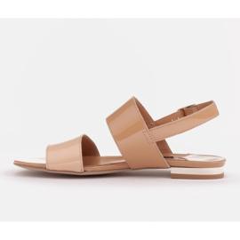 Marco Shoes Płaskie sandały z lakieru i metalicznym obcasem beżowy 3