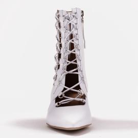 Marco Shoes Plecione botki z rzemykiem białe 2