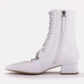 Marco Shoes Plecione botki z rzemykiem białe 3