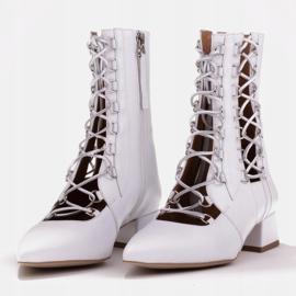 Marco Shoes Plecione botki z rzemykiem białe 7