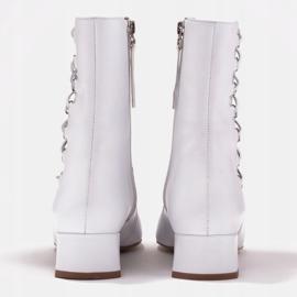 Marco Shoes Plecione botki z rzemykiem białe 4