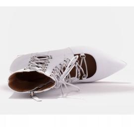 Marco Shoes Plecione botki z rzemykiem białe 5