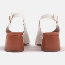 Marco Shoes Białe sandały 1573P ze skóry na stabilnym obcasie 7
