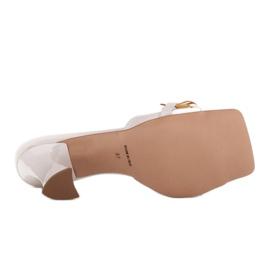 Marco Shoes Klapki damskie ze skóry z łańcuchem ozdobnym beżowy 5