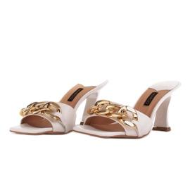 Marco Shoes Klapki damskie ze skóry z łańcuchem ozdobnym beżowy 6