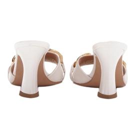 Marco Shoes Klapki damskie ze skóry z łańcuchem ozdobnym beżowy 7