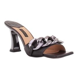 Marco Shoes Klapki damskie ze skóry z łańcuchem ozdobnym czarne 1