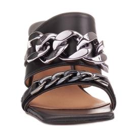 Marco Shoes Klapki damskie ze skóry z łańcuchem ozdobnym czarne 3