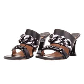 Marco Shoes Klapki damskie ze skóry z łańcuchem ozdobnym czarne 4