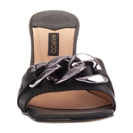 Marco Shoes Klapki damskie z czarnej satyny z łańcuchem ozdobnym 1