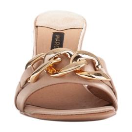 Marco Shoes Klapki damskie z beżowej satyny z łańcuchem ozdobnym beżowy 3