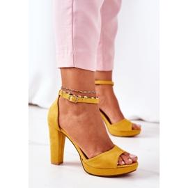 PW1 Zamszowe Sandały Na Słupku Żółte Sarah 4