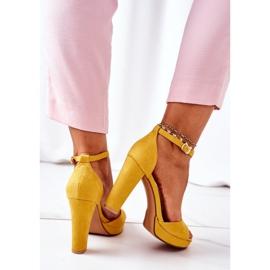 PW1 Zamszowe Sandały Na Słupku Żółte Sarah 1
