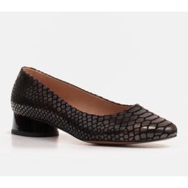Marco Shoes Baleriny ze skóry wężowej z okrągłym obcasem czarne 1