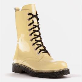 Marco Shoes Wysokie trzewiki, glany wiązane na półprzeźroczystej podeszwie żółte 1