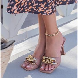 Marco Shoes Klapki damskie ze skóry z łańcuchem ozdobnym różowe 8