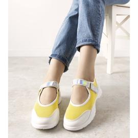 Żółto białe obuwie sportowe z holograficzną wstawką Melania żółte 1