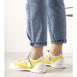 Żółto białe obuwie sportowe z holograficzną wstawką Melania żółte 2
