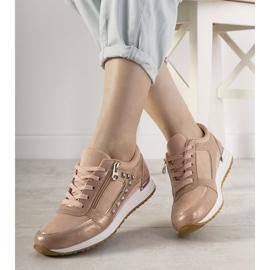 Różowe sneakersy sportowe ozdobione ćwiekami Daphne 1