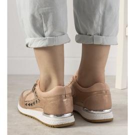 Różowe sneakersy sportowe ozdobione ćwiekami Daphne 2